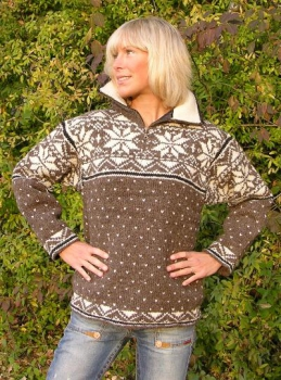 Sporty Scandinavian style sweater with satin lining